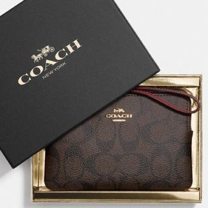Coach NWT Boxed Signature/Red Corner Zip Wristlet